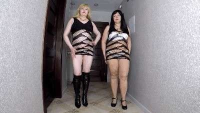 Two Bbw Girls Share A Full Human Toilet