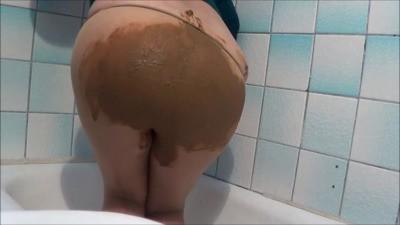 Mistress Roberta – Pantyhose Poop Smearing POV