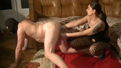 Mistress Roberta – Dirty Scat Play And Smearing On Slave Bod