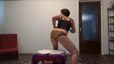 Mistress Roberta – Messy Breakfast In Panties POV
