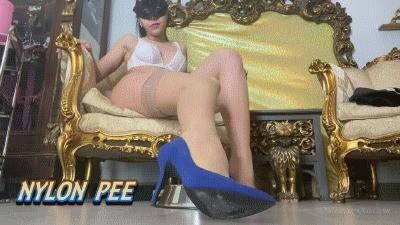 Mistress Gaia – Nylon Pee
