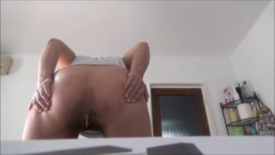 Mistress Roberta – Rear View Pie Preparation POV