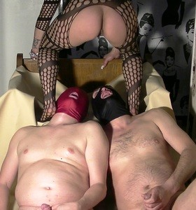 Full Toilet Action With Godess And 2 Slaves