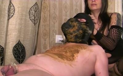 Mistress Roberta – Diarrhea Feeding On A Massage Bench