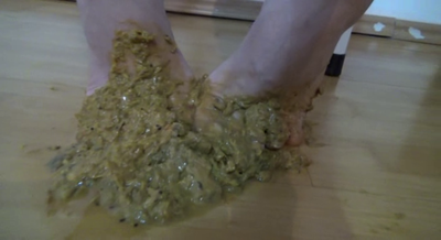 Mistress Roberta – Tasty Shit Feet For Breakfast