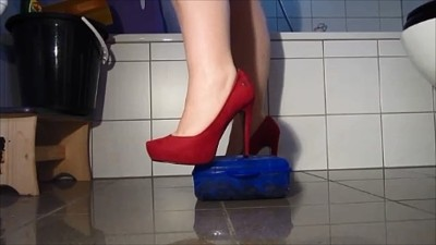 Big Scat Box With Red High Heels