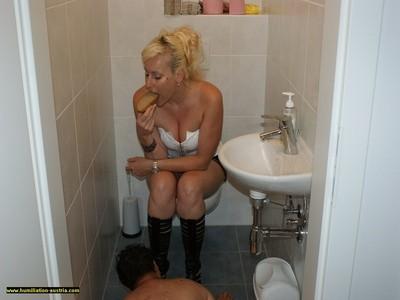 Toilette Humiliation 55