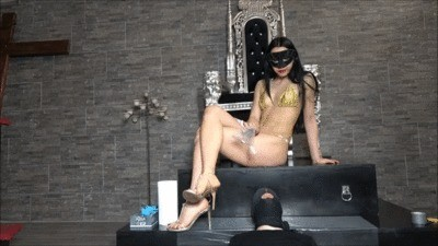 Mistress Gaia – Training A New Toilet Slave