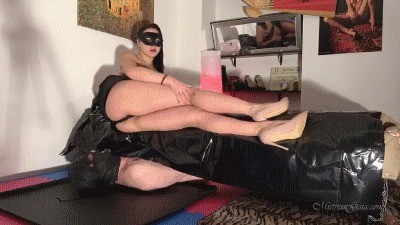 Mistress Gaia – A Shit Smothering Welcome